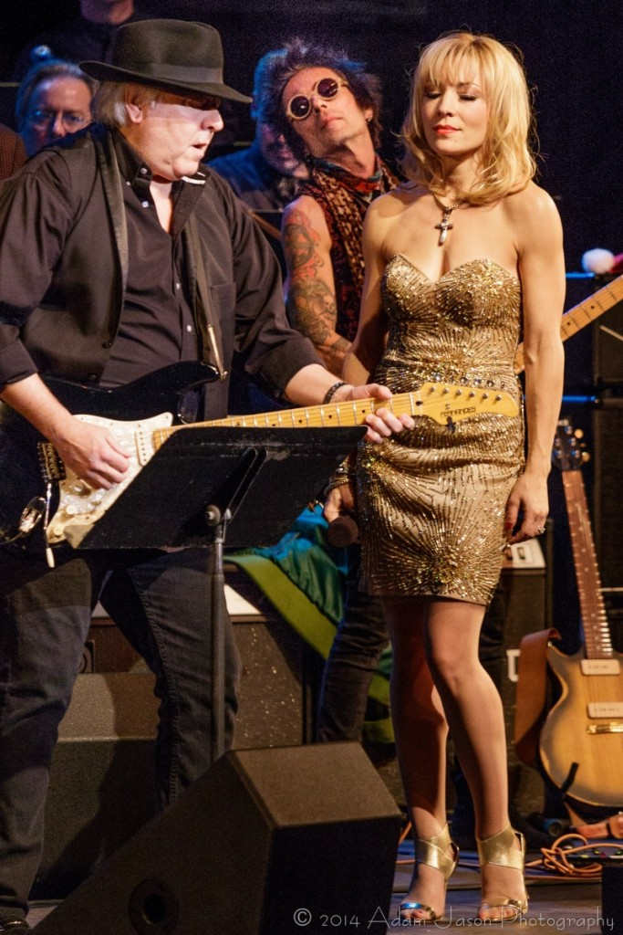 Joni Blondell at All Stars Concert for Wounded Veterans at Paramount Theatre with Gene Cornish and guitarist Earl Slick (photo: Adam Jason)